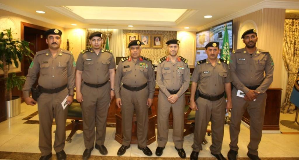 مدير شرطة مكة يكرّم عدداً من منسوبي مرور جدة