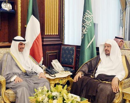 رئيس مجلس الشورى يعقد جلسة مباحثات رسمية مع رئيس مجلس الأمة الكويتي