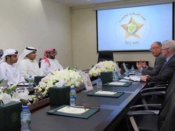 جهاز الشرطة الخليجية يبحث سبل تعزيز التعاون وتوحيد الجهود مع ممثلي الجمعية الدولية لقادة الشرطة