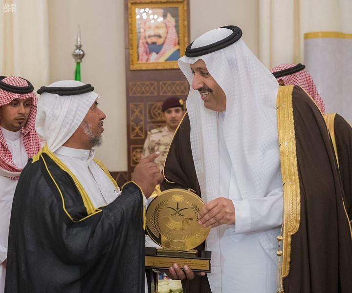 أمير الباحة يكرم متقاعدي إمارة المنطقة