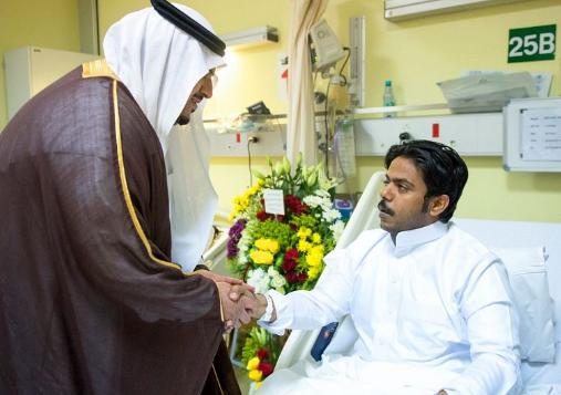 نائب أمير الرياض ينقل تحيات القيادة لرجال الأمن المصابين في الحادث الإرهابي