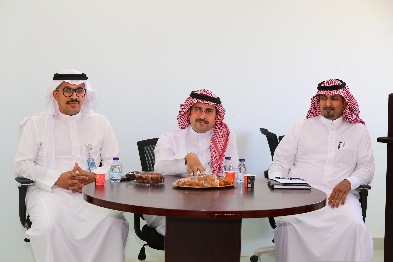 """""""العازمي """" يبحث احتياجات مكلّفي مدينة الأمير محمد بن عبدالعزير الطبية بالحدود الشمالية"""