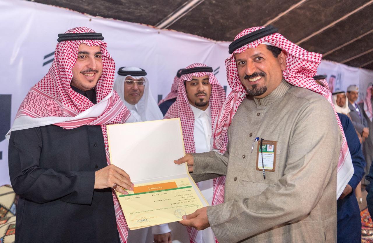 أمير الجوف يسلم رخص السياحة الزراعية لـ 4 مزارع